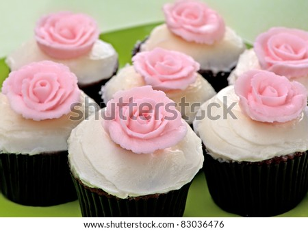 Chocolate Cupcakes with Vanilla Frosting and Pink Roses