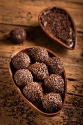 Chocolate Easter egg stuffed with brigadeiros.