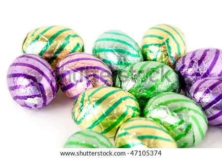 Chocolate easter eggs wrapped in aluminum foil.