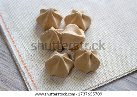 Chocolate meringues cookie dessert on the table close up  Foto d'archivio ©