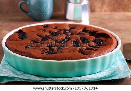Chocolate prune torte in a tin Zdjęcia stock ©