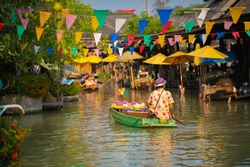 CHONBURI - March,1 : Travel and shopping in Pattaya Floating Market four regions Where have traditional commercial boats and villagers do about traditional foods and souvenirs.THAILAND