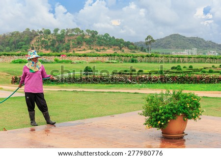 CHONBURI -MAY,14:The gardener is pouring the trees.This place is preparing for visiting at 1000 am everyday.Many tourists come here to take photo  in holiday\
