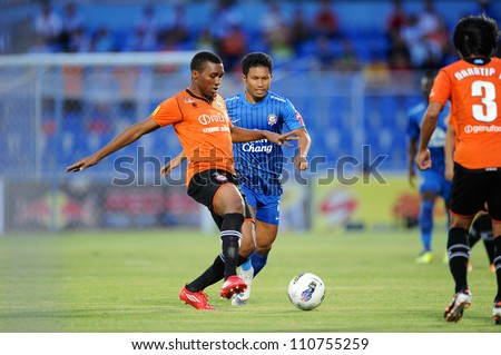 CHONBURI,THAILAND-14JULY:Ngenevu Divine(orange)of Samut Songkhram fc.for the ball during Thai Premier League between Chonburi fc.and Samut Songkhram fc.at Chonburi Stadium on July 14,2012 in Thailand