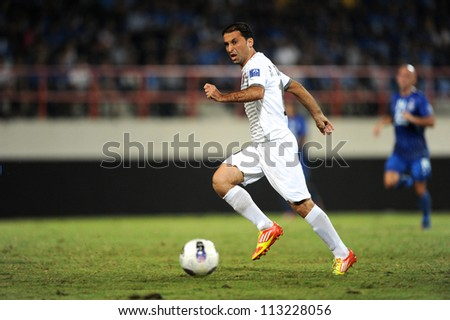 CHONBURI,THAILAND-SEPTEMBER18:Ammar Zakour of Al Shorta (SYR) contols the ball during the AFC CUP quarter finals between Chonburi fc.and Al Shorta (SYR) at Chonburi Stadium on Sep18,2012 in Thailand