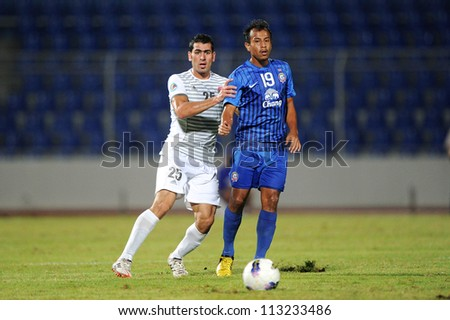 CHONBURI,THAILAND-SEPTEMBER18:Zaher Midani(white)of Al Shorta(SYR)for the ball during the AFC CUP quarter finals between Chonburi fc.and Al Shorta(SYR)at Chonburi Stadium on Sep18,2012inThailand
