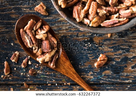 Chopped Pecans on a Wood Spoon Foto stock ©