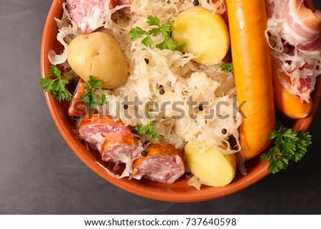 choucroute,sauerkraut with potato and meats