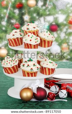 christmas cupcake on cake tier