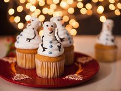 Christmas Dessert. Snowman Cupcakes