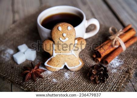 Christmas food. Gingerbread man cookies in Christmas setting. dessert