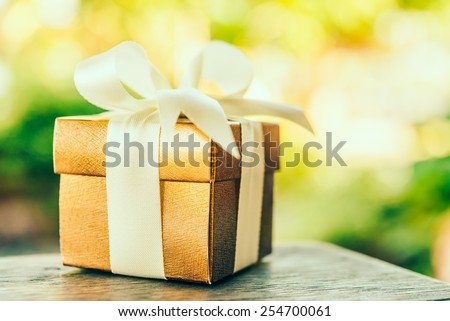 Christmas gift box - Vintage effect style pictures