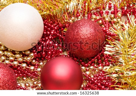 Christmas glitter balls in red and white colors with different garlands