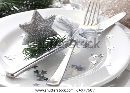 christmas place setting in silver with star
