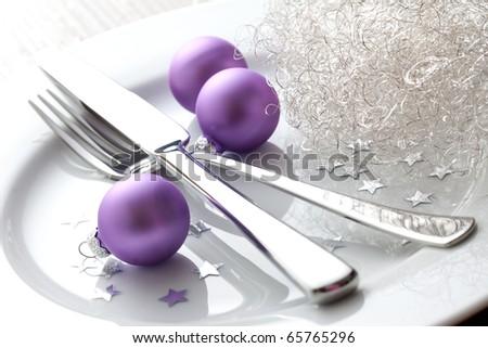 christmas place setting with christmas balls