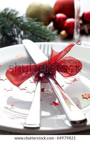 christmas place setting with ribbon