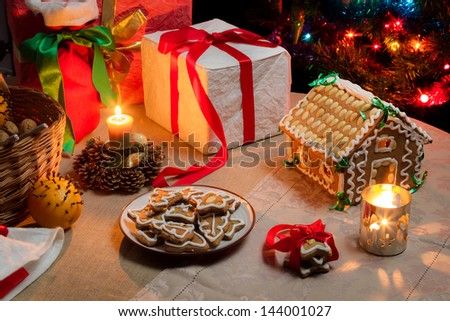 Christmas table set with gingerbread cakes