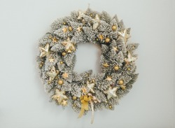 Christmas Wreath Frosty White Outdoor Home Decoration with Shining stars light Handmade wreath for Christmas Artificial pine
