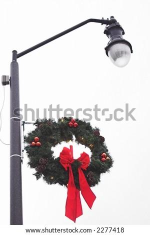 Weihnachtswreath auf einem Streetlight