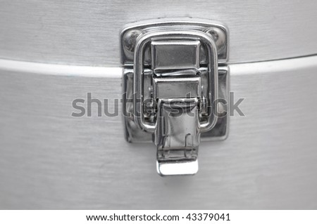 Chrome Latch on Aluminum