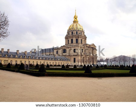 Church Disabled, Disabled Tum (D���´me des Invalides) - Paris monumental church built in 1706 by Jules Hardouin-Mansart on the instructions of the Sun King, Louis XIV. Burial place of Napoleon Bonaparte
