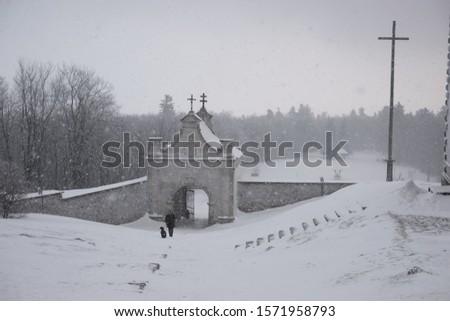 Church in Swienty Krzyz in Poland Swietokrzyskie. Winter foggy day.  Zdjęcia stock ©