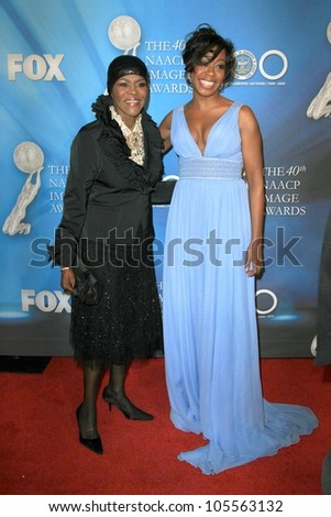 Cicely Tyson and Tichina Arnold  at the 40th NAACP Image Awards. Shrine Auditorium, Los Angeles, CA. 02-12-09