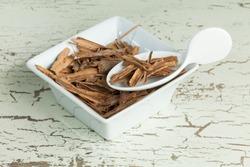 cinammon sticks - Cinnamomum zeylanicum or Cinnamomum verum