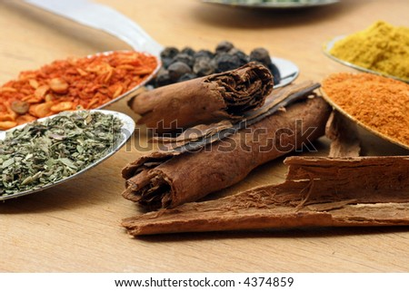 cinnamon sticks with other spices
