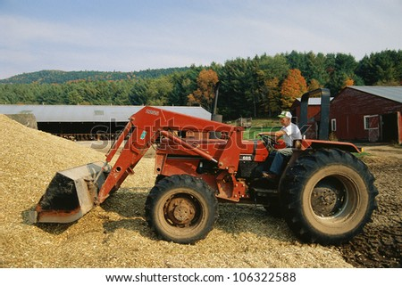 CIRCA 1999 - Side shot of farmer on combine harvester USA