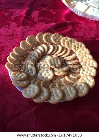 Circular Plate of Circular Crackers