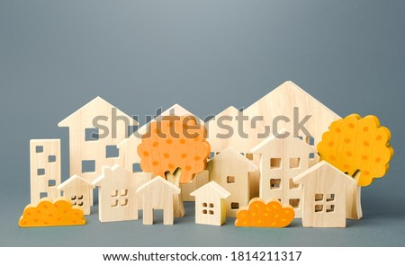 City of figures houses and autumn yellow trees. Real estate concept. Urbanism and infrastructure. Realtor services. Affordable housing. Changing seasons. Travel and tourism in the cities of the world. Foto stock ©