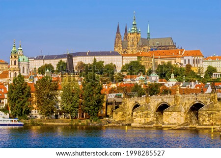 City of Prague sunset cityscape with Prague Castle and the Charles Bridge on Vltava River in Czech Republic (Czechia). Stock foto ©