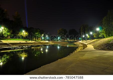 City of rivers at night, Hungary Stock fotó ©