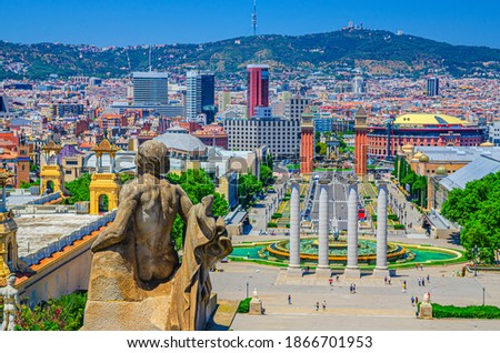 Cityscape of Barcelona with aerial view of Placa d'Espanya or Spain square with Torres Venecianes Venetian towers, Montjuïc fountain and Four Columns Les Quatre Columnes, Tibidabo hill background Foto stock ©