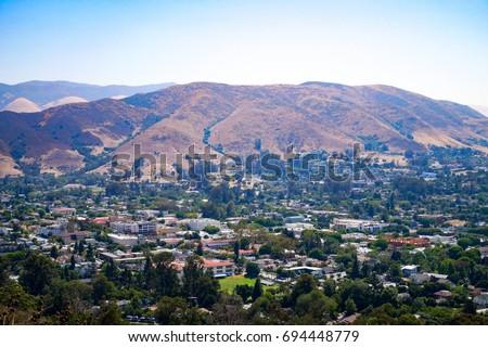 Cityscape view from Cerro San Luis Peak in San Luis Obispo County California USA. Foto stock ©