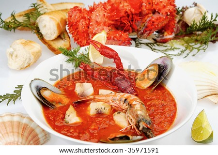 Clam chowder bowl with a prawn, craw fish and bread