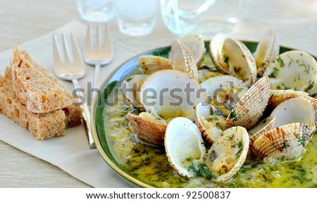 Clams/cockles in white wine sauce
