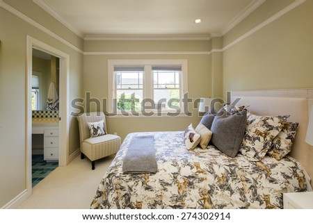 Classic luxury bedroom with pillows and beige carpet.