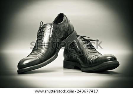 classic men\'s shoes, retro style