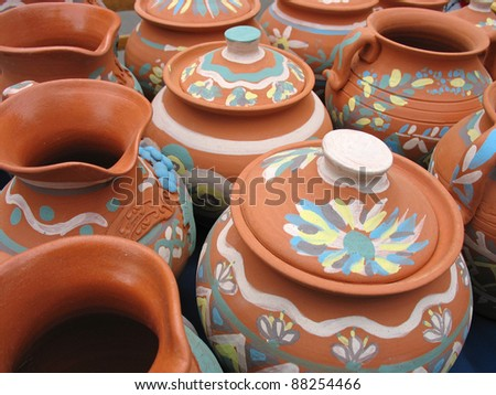 Clay pottery vase dishes with decorative pattern
