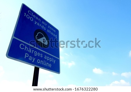Clean Air Zone CAZ road sign in Birmingham, UK. Imagine de stoc ©