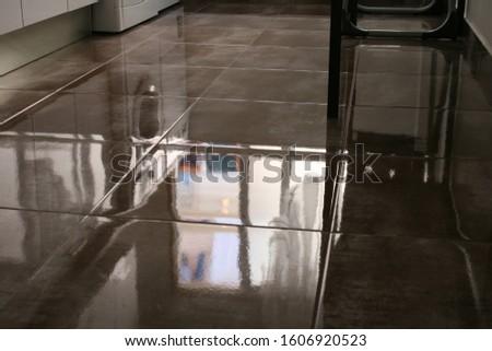 Clean floor clean head. Foto