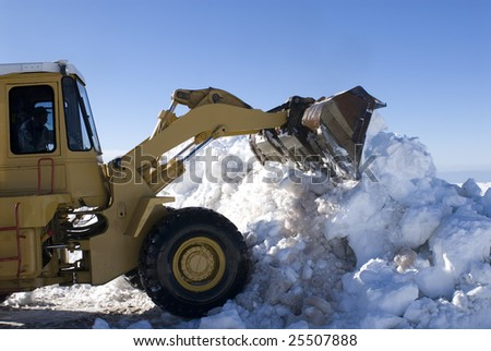 Cleaning machine to make snow - Serra da Estrela - Portugal - Europe