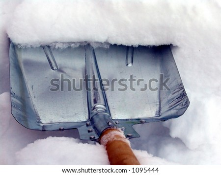 Cleaning snow with a metallic shovel