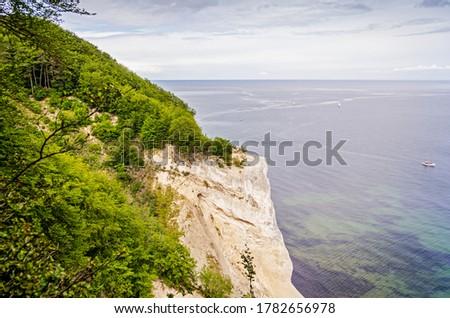 Cliffs with forest overlooking the ocean in Mons klint in Denmark. Stockfoto ©
