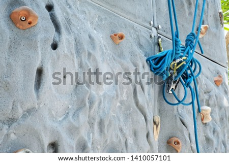 Climb the wall and climb the rope to climb the rock.  The rope is a dangerous protective device. #1410057101