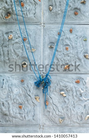 Climb the wall and climb the rope to climb the rock.  The rope is a dangerous protective device. #1410057413