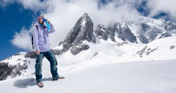 Climber breathing with mini portable oxygen cylinder to avoid and treat High Altitude Sickness symptom
