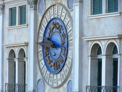clock on the Venetian Hotel